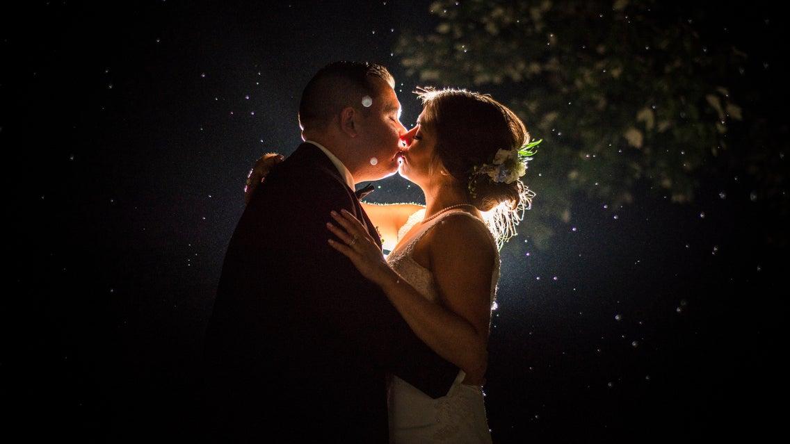 Blueflash Bride Groom Kiss