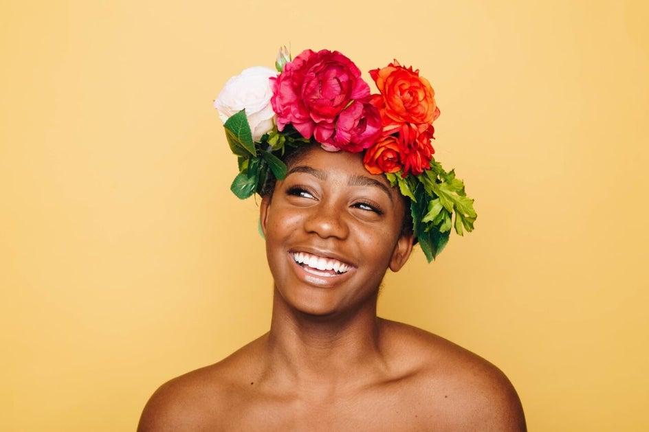 девушка с цветочной короной